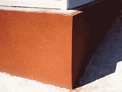 Пример окраски цоколя фактурной краской