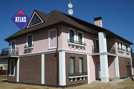 Комбинированные фасады, клинкерная плитка с декоративными штукатурками и применением фасадного декора