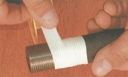 намотать на резьбу уплотнительный материал
